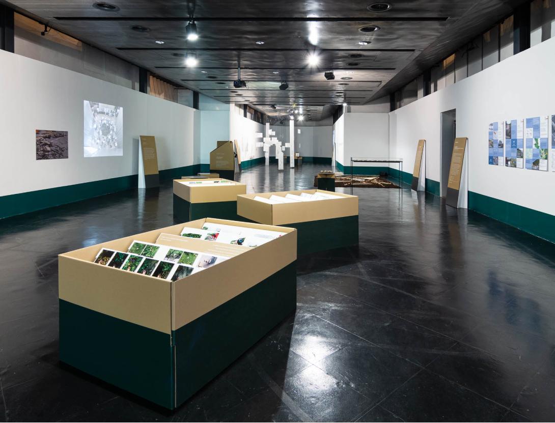 claudia berta_guggi_genger_bodenstaendig_exhibition design_02